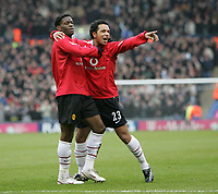Photo: Lee Earle.<br /> West Bromwich Albion v Manchester United. The Barclays Premiership. 18/03/2006. United's Kieran Richardson (R) congratulates Luis Saha after his opening goal.