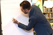 Prinses Laurentien leest voor aan kinderen van groep 1 en 2, uit het kinderboek De kleine walvis, tijdens het Nationale Voorleesontbijt in de nieuwe bibliotheek in Almere-Stad<br /> <br /> Princess Laurentien reads to children of group 1 and 2, from the children's book The Little Whale, during National Reading Breakfast at the new library in Almere-Stad<br /> <br /> Op de foto / On the photo:  auteur van het kinderboek De kleine walvis Benji Davies /// author of the children's book The Little Whale Benji Davies