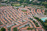 Nederland, Amsterdam, Amsterdam-Noord, 17-06-2008; Floradorp met de Sneeuwbalstraat (van linksonder naar midden rechts, met knik en een stukje van het Florapark zwembad),  de Binnenhofstraat (de ronde bebouwing boven het midden), geheel boven de Buiksloterdijk; Buiksloot, Buikslotermeer; pannen, daken, pannendak..luchtfoto (toeslag); aerial photo (additional fee required); .foto Siebe Swart / photo Siebe Swart