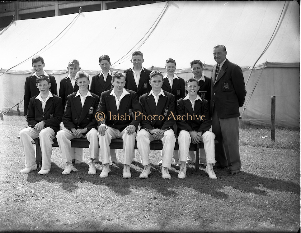 16/05/1956<br /> 05/16/1956<br /> 16 May 1956<br /> Belvedere College, cricket team at College Grounds, Jones Road, Dublin.<br /> l-r standing: Dermot O'Riordan, Ray Daly, Brendan Jackson, Jim Corr, Fred Daly, John Morgan, Charlie Hallows<br /> l-r seated: Vincent Clancy, Eamon Power, Alec O'Riordan, George Morgan, Donal Byrne
