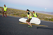 Florian Kowalik tijdens de vierde racedag. In Battle Mountain (Nevada) wordt ieder jaar de World Human Powered Speed Challenge gehouden. Tijdens deze wedstrijd wordt geprobeerd zo hard mogelijk te fietsen op pure menskracht. Het huidige record staat sinds 2015 op naam van de Canadees Todd Reichert die 139,45 km/h reed. De deelnemers bestaan zowel uit teams van universiteiten als uit hobbyisten. Met de gestroomlijnde fietsen willen ze laten zien wat mogelijk is met menskracht. De speciale ligfietsen kunnen gezien worden als de Formule 1 van het fietsen. De kennis die wordt opgedaan wordt ook gebruikt om duurzaam vervoer verder te ontwikkelen.<br /> <br /> In Battle Mountain (Nevada) each year the World Human Powered Speed ​​Challenge is held. During this race they try to ride on pure manpower as hard as possible. Since 2015 the Canadian Todd Reichert is record holder with a speed of 136,45 km/h. The participants consist of both teams from universities and from hobbyists. With the sleek bikes they want to show what is possible with human power. The special recumbent bicycles can be seen as the Formula 1 of the bicycle. The knowledge gained is also used to develop sustainable transport.