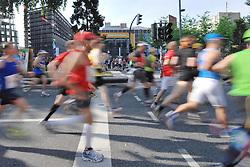 22.05.2011, Hamburg, GER, Haspa Hamburger Marathon, im Bild die Jedermaenner auf der Reeperbahn vor dem Hamburger Operettenhaus verwischt. EXPA Pictures © 2011, PhotoCredit: EXPA/ nph/  Witke       ****** out of GER / SWE / CRO  / BEL ******