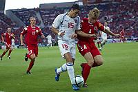Fotball<br /> Euro 2004<br /> Portugal<br /> 27. juni 2004<br /> Foto: Dppi/Digitalsport<br /> NORWAY ONLY<br /> Kvartfinale<br /> Tsjekkia v Danmark<br /> MILAN BAROS (CZE) / MARTIN LAURSEN (DEN)