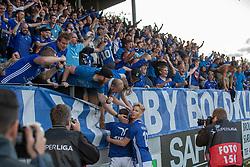 Jublende Lyngby-spillere efter slutfløjtet af kampen i 3F Superligaen mellem Lyngby Boldklub og Hobro IK den 20. juli 2020 på Lyngby Stadion (Foto: Claus Birch).