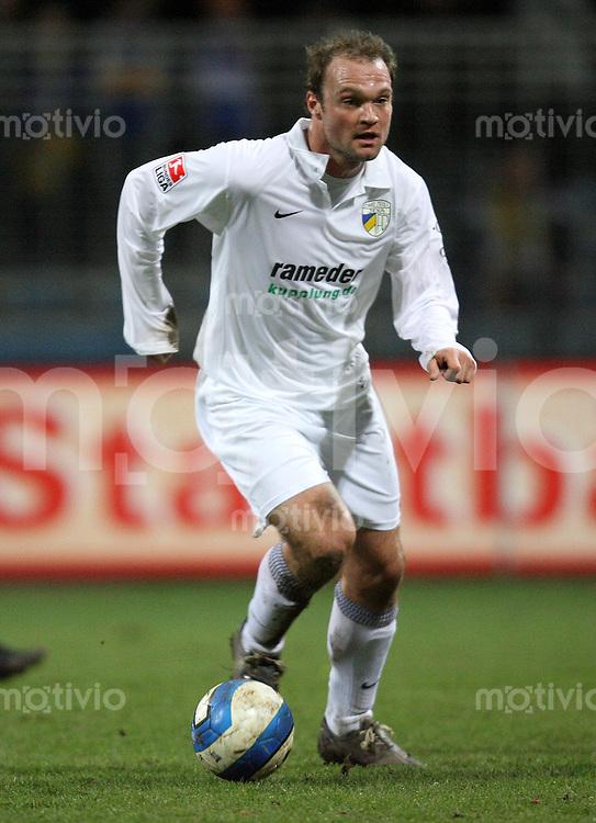 Jena , 190107 , Saison 2006/2007 ; Fussball 2.Bundesliga FC Carl Zeiss Jena - Kickers Offenbach  Alexander VOIGT (Jena) am Ball