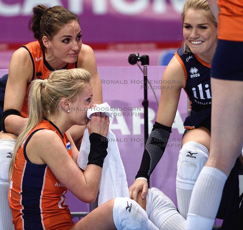 09-01-2016 TUR: European Olympic Qualification Tournament Rusland - Nederland, Ankara<br /> De Nederlandse volleybalsters hebben de finale van het olympisch kwalificatietoernooi tegen Rusland verloren. Oranje boog met 3-1 voor de Europees kampioen (25-21, 22-25, 25-19, 25-20) / Laura Dijkema #14, Myrthe Schoot #9, Kirsten Knip #1