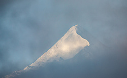 THEMENBILD - der Gipfel des Kitzsteinhorn ragt aus dem Nebel, aufgenommen am 10. September 2019, Kaprun, Österreich // the summit of the Kitzsteinhorn rises out of the fog on 2019/10/10, Kaprun, Austria. EXPA Pictures © 2019, PhotoCredit: EXPA/ Stefanie Oberhauser
