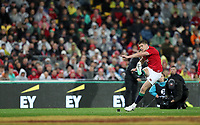 Rugby Union - 2017 British & Irish Lions Tour of New Zealand - Second Test: New Zealand vs. British & Irish Lions<br /> <br /> Owen Farrell of The British and Irish Lions scores a conversion after a Conor Murray of The British and Irish Lions try at Westpac Stadium, Wellington.<br /> <br /> COLORSPORT/LYNNE CAMERON