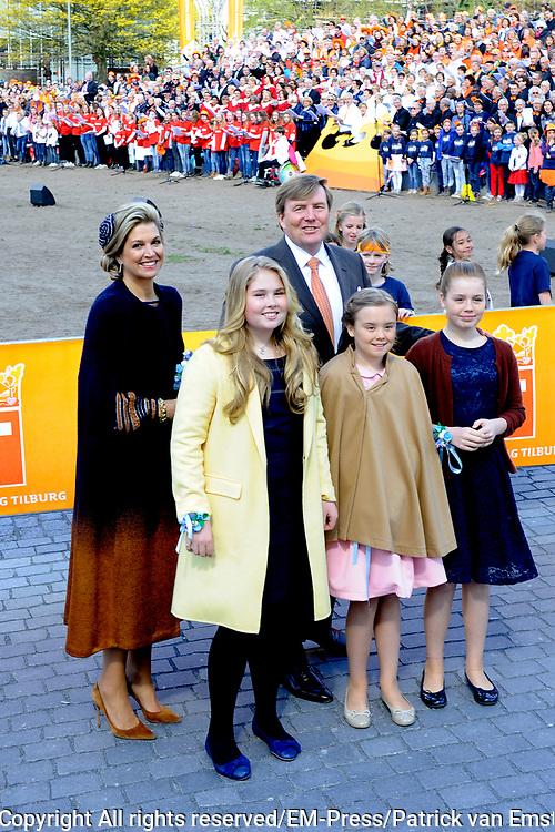 Koningsdag 2017 in Tilburg / Kingsday 2017 in Tilburg<br /> <br /> Op de foto / On the photo:  Koning Willem-Alexander, koningin Maxima en prinsessen Alexia, Ariane en Amalia /// King Willem-Alexander, Queen Maxima and Princesses Alexia, Ariane and Amalia