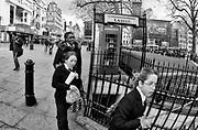 Londyn, 2009-10-23. Leicester Square - plac w centralnym Londynie - stanowi centrum rozrywki i jedn? z g?ůwnych atrakcji turystycznych miasta.