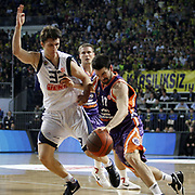Fenerbahce Ulker's Marko TOMAS (L) and Power Electronics Valencia's Rafa MARTINEZ (R) during their Euroleague Basketball Top 16 Game 2 match Fenerbahce Ulker between Power Electronics Valencia at Sinan Erdem Arena in Istanbul, Turkey, Thursday, January 27, 2011. Photo by TURKPIX