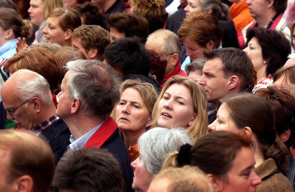 Nederland, Delft, 24 april 2004.Koninklijk huwelijk. Huwelijk Prins Friso en Mabel Wisse Smitl.Aankomt en vertrek bij stadhuis Delft...Foto (c) Michiel Wijnbergh/HH