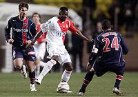 Fotball<br /> Frankrike 2004/05<br /> Monaco v Paris Saint Germain<br /> 30. januar 2005<br /> Foto: Digitalsport<br /> NORWAY ONLY<br /> SHABI NONDA (MON) / JOSE PIERRE FANFAN (PSG)