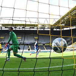 27.06.2020, xmeix, 1.Fussball Bundesliga, Borussia Dortmund - TSG 1899 Hoffenheim, empor. v.l.n.r, <br /> das 0:1 für Hoffenheim durch Andrej Kramaric (TSG 1899 Hoffenheim)  gegen Roman Buerki (Borussia Dortmund)<br /> <br /> <br /> <br /> Foto: Sascha Meiser/APF/Pool/PIX-Sportfotos<br /> <br /> Nur für journalistische Zwecke!<br /> Only for editorial use!<br /> Nutzungsbedingungen: http://poolbilder.de/nutzungsvereinbarung.pdf<br /> <br /> Foto © PIX-Sportfotos *** Foto ist honorarpflichtig! *** Auf Anfrage in hoeherer Qualitaet/Aufloesung. Belegexemplar erbeten. Veroeffentlichung ausschliesslich fuer journalistisch-publizistische Zwecke. For editorial use only. DFL regulations prohibit any use of photographs as image sequences and/or quasi-video.