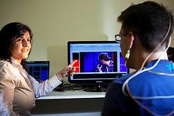 A Neuropsicóloga Cinara Ferreira Soares é diretora do Neurofeedback e presidente da Associação Gaúcha de Neurofeedback, no seu consultório durante procedimento para mapeamento do estresse. FOTO: Jefferson Bernardes/Preview.com