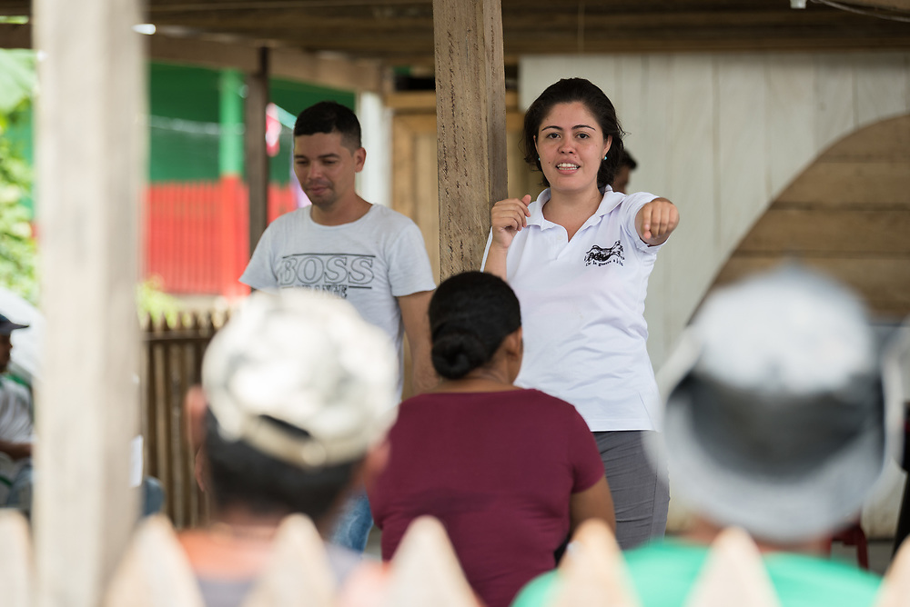 16 November 2018, San José de León, Mutatá, Antioquia, Colombia: Sociologist Ana Eloísa Gómez leads a workshop on forgiveness and reconciliation. Following the 2016 peace treaty between FARC and the Colombian government, a group of ex-combatant families have purchased and now cultivate 36 hectares of land in the territory of San José de León, municipality of Mutatá in Antioquia, Colombia. A group of 27 families first purchased the lot of land in San José de León, moving in from nearby Córdoba to settle alongside the 50-or-so families of farmers already living in the area. Today, 50 ex-combatant families live in the emerging community, which hosts a small restaurant, various committees for community organization and development, and which cultivates the land through agriculture, poultry and fish farming. Though the community has come a long way, many challenges remain on the way towards peace and reconciliation. The two-year-old community, which does not yet have a name of its own, is located in the territory of San José de León in Urabá, northwest Colombia, a strategically important corridor for trade into Central America, with resulting drug trafficking and arms trade still keeping armed groups active in the area. Many ex-combatants face trauma and insecurity, and a lack of fulfilment by the Colombian government in transition of land ownership to FARC members makes the situation delicate. Through the project De la Guerra a la Paz ('From War to Peace'), the Evangelical Lutheran Church of Colombia accompanies three communities in the Antioquia region, offering support both to ex-combatants and to the communities they now live alongside, as they reintegrate into society. Supporting a total of more than 300 families, the project seeks to alleviate the risk of re-victimization, or relapse into violent conflict.