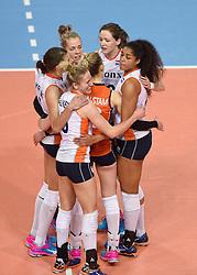 04-01-2016 TUR: European Olympic Qualification Tournament Nederland - Duitsland, Ankara <br /> De Nederlandse volleybalvrouwen hebben de eerste wedstrijd van het olympisch kwalificatietoernooi in Ankara niet kunnen winnen. Duitsland was met 3-2 te sterk (28-26, 22-25, 22-25, 25-20, 11-15) / Robin de Kruijf #5, Femke Stoltenborg #2, Lonneke Sloetjes #10, Celeste Plak #4, Maret Balkestein-Grothues #6