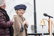Prinses Beatrix opent een schutkolk in de naar haar genoemde sluis in het Lekkanaal. De Prinses Beatrixsluis was in 1938 het eerste bouwwerk dat naar de toen pasgeboren prinses werd genoemd. <br /> <br /> Princess Beatrix opens a vortex in the lock named after her in the Lek Canal. The Princess Beatrix lock was the first building in 1938 that was named after the then newborn princess.