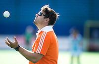 BOOM - Bondscoach Max Caldas voor  de eerste poule wedstrijd van Oranje tijdens het Europees Kampioenschap hockey   tussen de vrouwen Nederland en Ierland (6-0). ANP KOEN SUYK