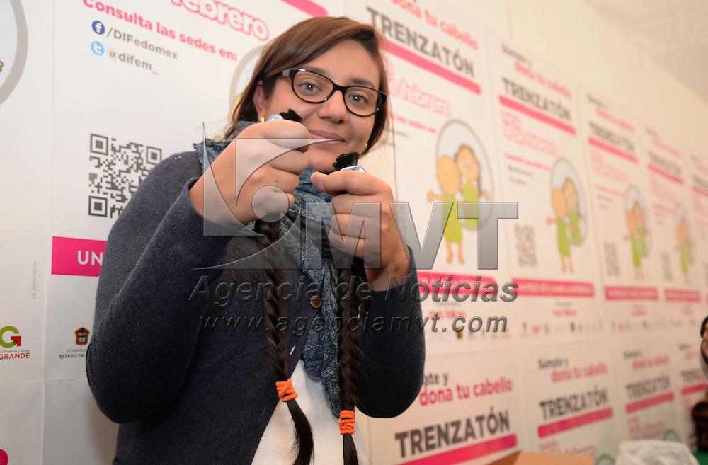 Toluca, México.- Dio inicio el Trenzatón 2014 en donde se espera la participación de 7 mil personas donen su cabellera para poder realizar 500 pelucas oncológicas que serán donadas a niñas y mujeres que se encuentra ne tratamiento. Agencia MVT / Crisanta Espinosa