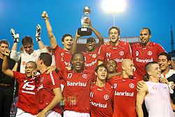 Jogadores do Internacional comemoram a conquista da Taça Fábio Koff, pelo 2* turno do Campeonato Gaúcho. Foto: Jefferson Bernardes/Preview.com
