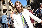 Medaillewinnaars van de Olympische Zomerspelen 2016 vertrekken per fiets van het Binnenhof voor een ontvangst op Paleis Noordeinde. <br /> <br /> op de foto:  Dafne Schippers, zilver bij atletiek op de 200 meter