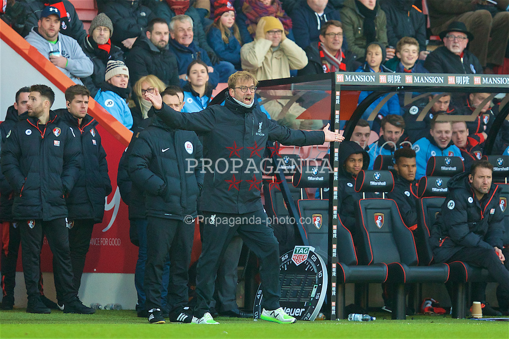 BOURNEMOUTH, ENGLAND - Sunday, December 4, 2016: Liverpool's manager Jürgen Klopp looks dejected during the FA Premier League match against AFC Bournemouth at Dean Court. (Pic by David Rawcliffe/Propaganda)