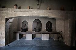 Il Chiostro dei Domenicani è un'elegante e incantevole location, situata vicino al centro storico di Lecce.<br /> <br /> Convento del 1400 e residenza d'epoca, offre ambienti eleganti e raffinati racchiusi in una suggestiva cornice ricca di storia e tradizioni.<br /> <br /> I suoi 10.000 mq di spazi sono in grado di soddisfare qualsiasi esigenza per l'organizzazione di eventi a Lecce siano essi presentazioni, sale ricevimenti, press conference, mostre, sfilate.<br /> <br /> Gli ambienti del Chiostro dei Domenicani si prestano alla perfezione anche come location Lecce per matrimoni, cene di gala e ogni altro tipo di eventi privato.<br /> <br /> La struttura puo' ospitare fino a 1.000 persone ed offre tutti i servizi necessari per rendere unico ed indimenticabile ogni evento.
