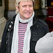NLD/Amsterdam/20080621 - Simon le Bon van de band Duran Duran verlaat zijn hotel in Amsterdam