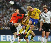 Fotball<br /> Privatlandskamp<br /> Tyskland v Sverige<br /> 16.08.2006<br /> Foto: Witters/Digitalsport<br /> NORWAY ONLY<br /> <br /> v.l. Torwart Jens Lehmann, Niclas Alexandersson, Petter Hansson, Tim Borowski<br /> Laenderspiel Deutschland - Schweden