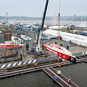 © Maria Muina I MAPFRE. MAPFRE haul out in Cardiff for the refit. El MAPFRE sale del agua en Cardiff para su puesta a punto.
