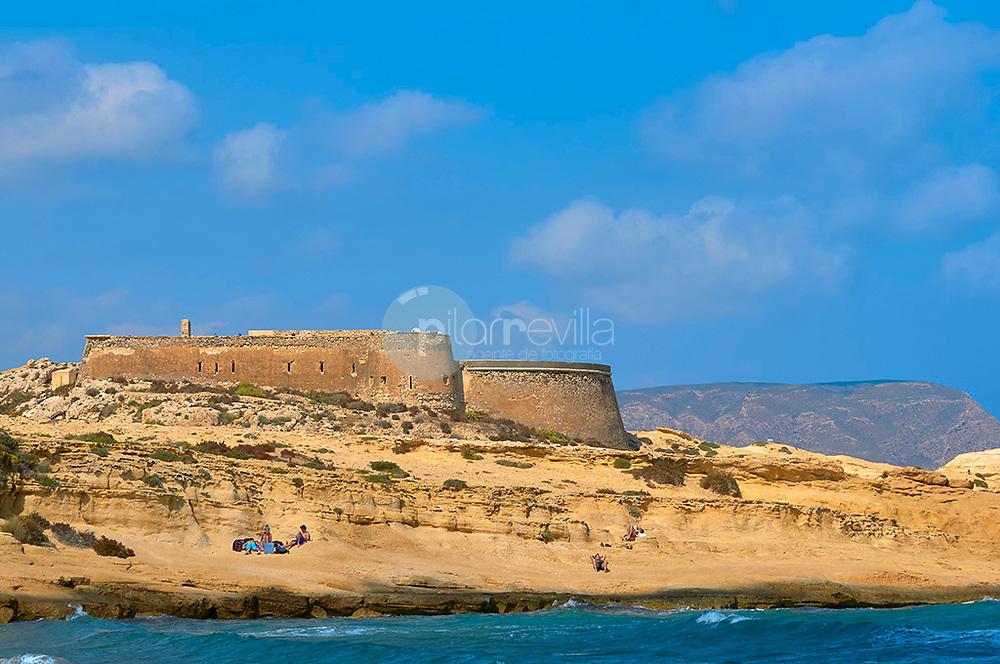 Castillo del Fortín sobre la playa del playazo, Almeria, Andalucía, España