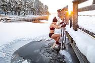 ÖSTERSUND 202101203<br /> Vinterbad och naturpromenad vid Minnesgärde, Odensala.<br /> <br /> Foto: Per Danielsson/Projekt.P
