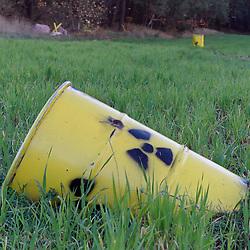 06.11.2010, Castortransport Demonstration, Dannenberg Nebenstedt, GER, Ueberall im Wendland stehen gelbe Faesser in der Landschaft, EXPA Pictures © 2010, PhotoCredit: EXPA/ nph/  Kohring+++++ ATTENTION - OUT OF GER +++++