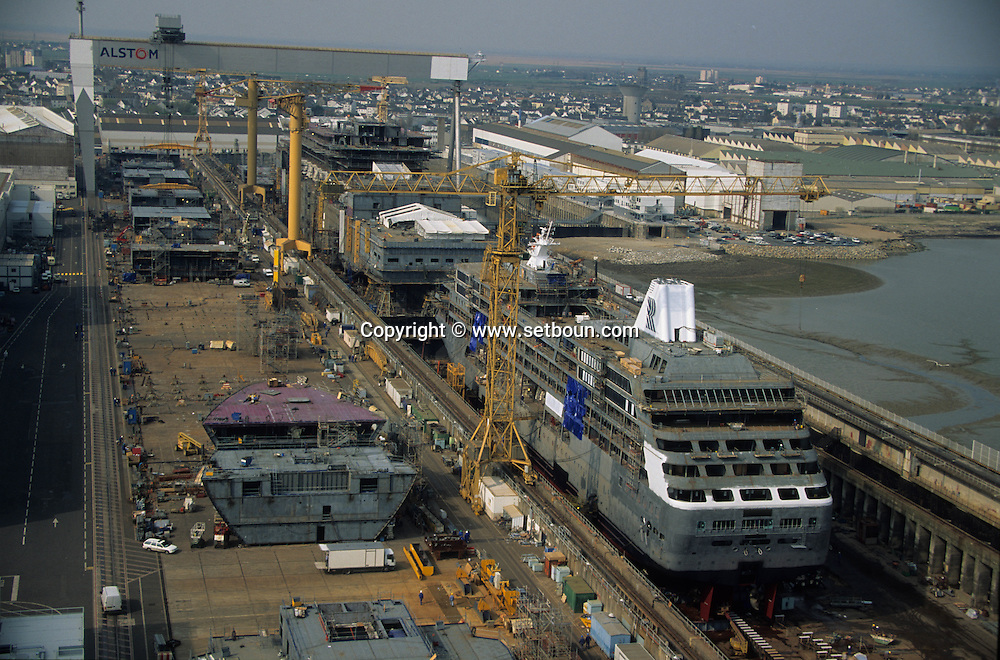 France. Saint Nazaire. Alsthom Atlantique.  shipyard in       / Le chantier naval alstom atlantique , construction de paquebots