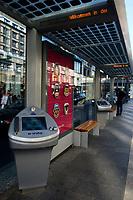 17 OCT 2003, BERLIN/GERMANY:<br /> Intelligente Wartehallen mit Internetanschluss der Firma Wall mit einer Kampagne der Firma AIWA auf Plakaten und Touchscreen Internet Terminals, Strassenbahnhaltestelle Friedrichstrasse und Bushaltestelle Potsdamer Platz<br /> IMAGE: 20031017-02-006.jpg<br /> KEYWORDS: Wartehaeuschen, Wartehäuschen