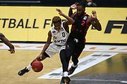 Basketball: Deutschland, 1. Bundesliga, Hamburg Towers -  Telekom Baskets Bonn, Hamburg, 12.02.2021<br /> TJ Shorts (Towers, l.) - Xavier Pollard (Bonn)<br /> © Torsten Helmke