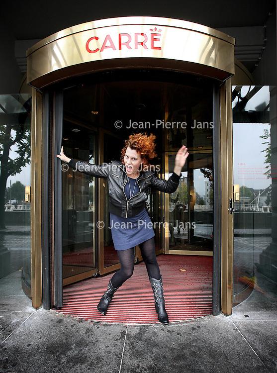 Nederland, Amsterdam , 14 september 2010..Suzanne Mateysen, 29 jaar en woonachtig in Amsterdam. Maakt een kruising tussen muziektheater en cabaret. Weet nog niet of ze een cabaretière is....Foto:Jean-Pierre Jans