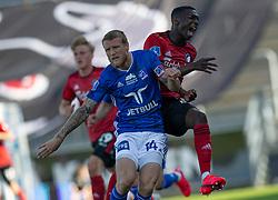 Nicolai Geertsen (Lyngby Boldklub) støder ind i Mohamed Daramy (FC København) under kampen i 3F Superligaen mellem Lyngby Boldklub og FC København den 1. juni 2020 på Lyngby Stadion (Foto: Claus Birch).