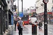 Engeland, Londen, 10-4-2019Straatbeeld van het centrum van de stad. straatbeelden uit de wijk Brixton die een voor groot deel gekleurde, gemengde, bevolkingssamenstelling heeft . arm, arme, buurt,archterstandswijk .Foto: Flip Franssen