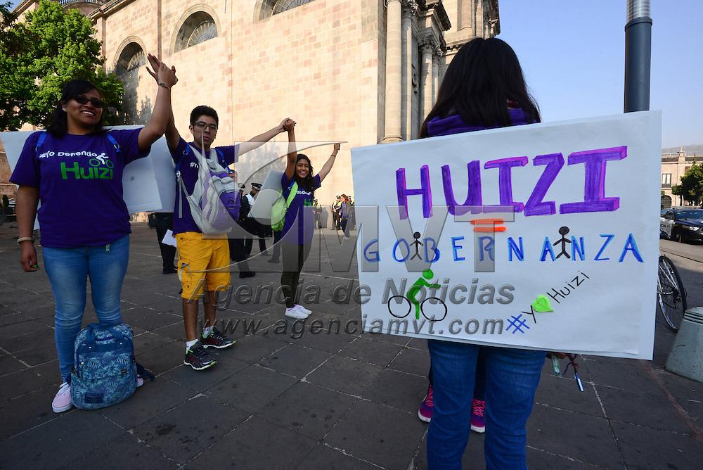 Toluca, México (Abril 19, 2016).- En el marco del Día Mundial de la Bicicleta, usuarios del sistema de bicicleta pública Huizi realizaron un recorrido por las 26 estaciones que se encuentran en Toluca para juntar 1500 vueltas durante 12 horas como parte del programa en Defensa de Huizi.  Agencia MVT / Crisanta Espinosa