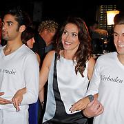 """NLD/Amsterdam/20120312 - Boekpresentatie Heleen van Royen """" Verboden Vruchten"""", Heleen van Royen komt aangelopen met haar modellen"""