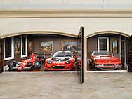 Collectors Garage 3 red Ferraris Maranello, F1 and Daytona coupe