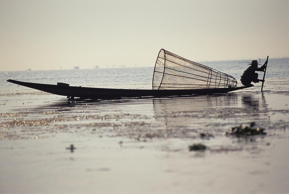 Inle Lake, one leg rowing fishermen