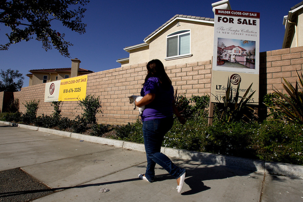 LOS ANGELES, CA, September 26, 2007: The housing market across the nation shows continued signs of weakness as more homes, including foreclosures, are for sale in Los Angeles on September 26, 2007. (Photo by Todd Bigelow/Aurora)