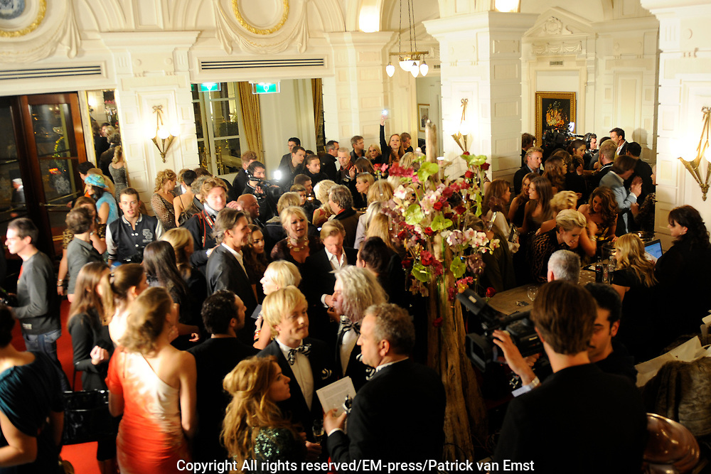 Uitreiking Beau Monde Awards in het Amstel Hotel, Amsterdam.<br /> <br /> Op de foto: