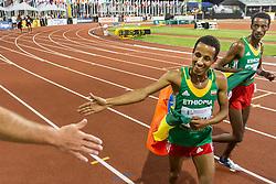 mens 5000 meters, winners victory lap, Kejelcha, Haji, Ethiopia