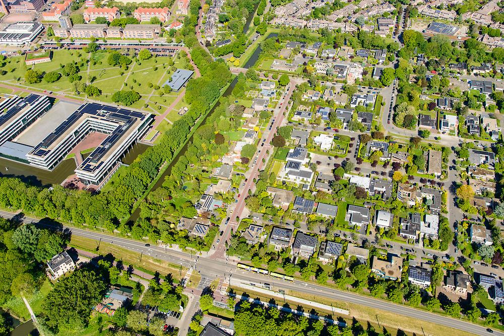 Nederland, Utrecht, Utrecht, 13-05-2019; Utrecht-Oost, Weg tot de Wetenschap. Villawijk met vrijstaande huizen, villa's en bungalows, veel daken zijn voorzien van zonnepanelen.<br /> Villa district with detached houses, villas and bungalows, many roofs are equipped with solar panels.<br /> <br /> luchtfoto (toeslag op standard tarieven);<br /> aerial photo (additional fee required);<br /> copyright foto/photo Siebe Swart