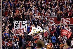 03-03-2007 VOETBAL: SEVILLA FC - BARCELONA: SEVILLA  <br /> Sevilla wint de topper met Barcelona met 2-1 / Sevilla publiek toeschouwers<br /> ©2007-WWW.FOTOHOOGENDOORN.NL