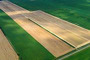 Nederland, Drenthe, Gemeente Aa en Hunze, 27-08-2013; Eexterveenschekanaal zicht op Polder Annerveenschekanaal. Hooibalen worden geladen. Onderdeel van de Drentse veenkolonien, ontgonnen hoogveen.<br /> Polder, cultivated (former) peat moor.<br /> luchtfoto (toeslag op standard tarieven);<br /> aerial photo (additional fee required);<br /> copyright foto/photo Siebe Swart